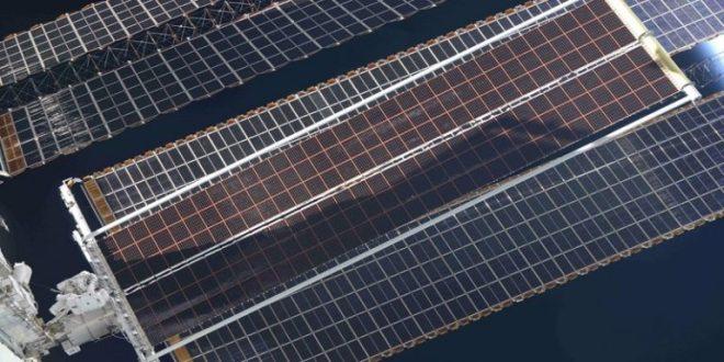 Estación Espacial Internacional instala panel solar de nueva generación capaz de producir más de 20 kilovatios de electricidad