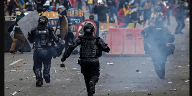 Reprimen violentamente las protestas de los colombianos en  211 aniversario del Día de Independencia
