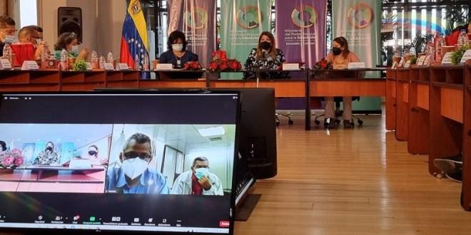 Realizarán jornadas masivas para inmunizar contra la COVID-19 al personal del sector educativo