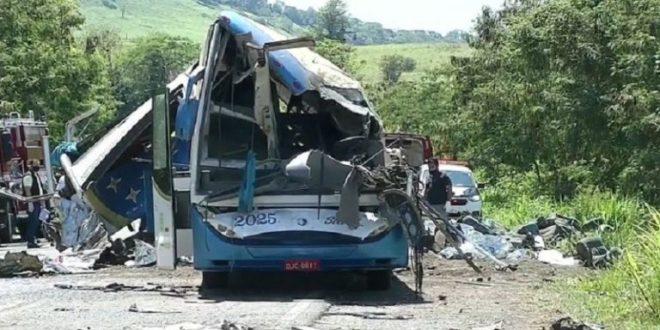Accidente de bus deja 17 muertos y 20 heridos en Perú