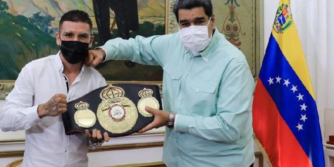 Campeón de Boxeo Róger Gutiérrez visita al Presidente Maduro para mostrarle Cetro Mundial Súper Pluma