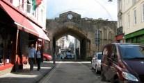 Caernarfon bridge clock