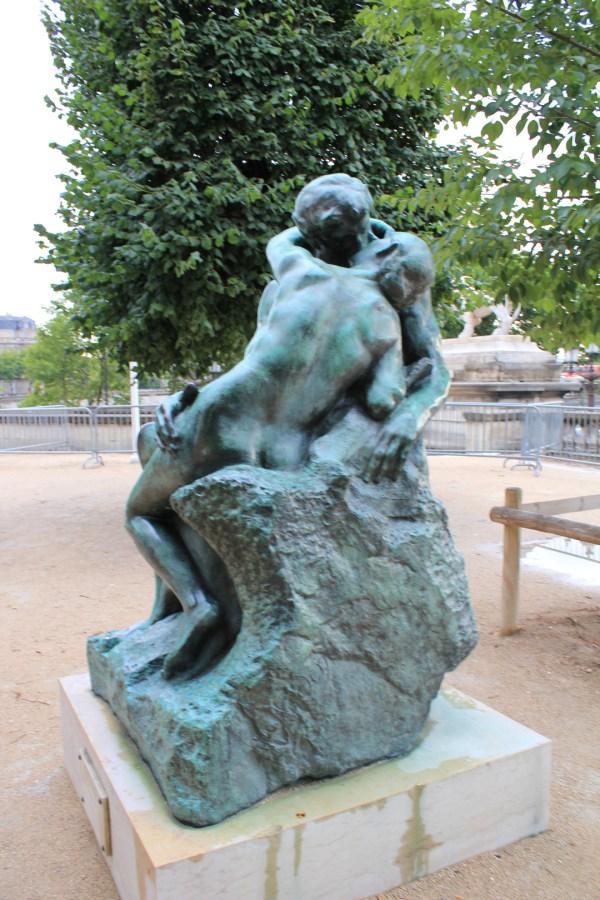 Le Baiser Kiss ; Tuileries Garden Paris Civic Arts