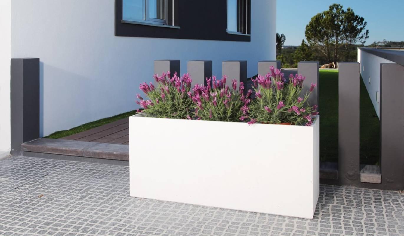 mobiliers exterieurs jardiniere beton rectangulaire design cj creations