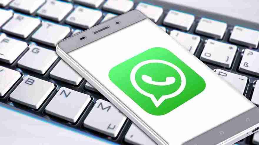 whatsapp, presto le reaction ai messaggi