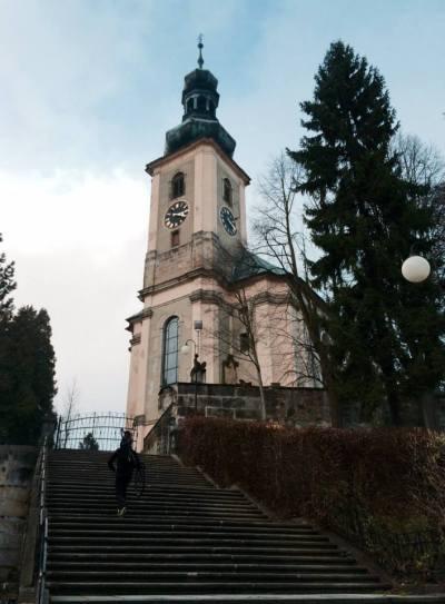 ... dominantou je barokní kostel sv. Máří Magdaleny z 18. stol. s monumentálním přístupovým schodištěm ...