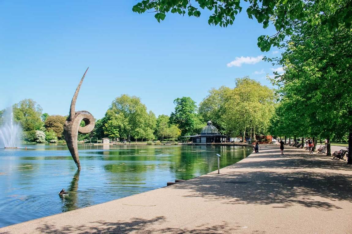 Victoria Park sculpture London