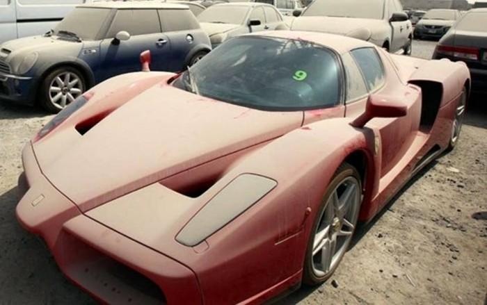 Ferrari_abandonada_dubai