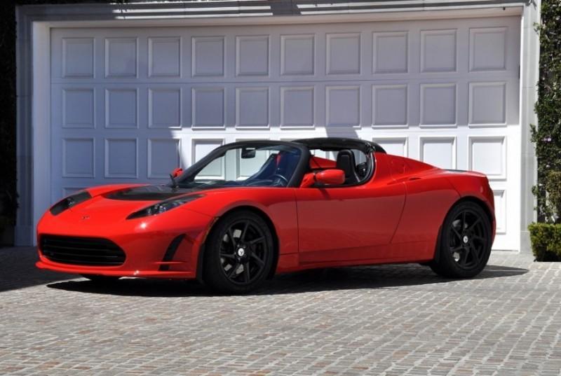 O cofundador do Google Sergey Brin tem um Roadster, da Tesla, na garagem. Esgotado nos Estados Unidos, o modelo custa a partir de US$ 100 mil