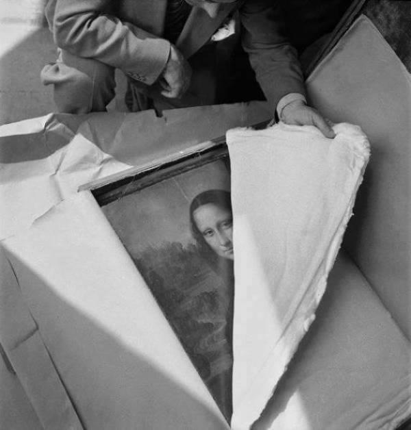 02. Quadro A Mona Lisa ao chegar ao museu do Louvre depois da II guerra mundial.