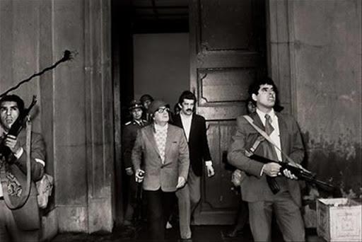 Salvador Allende, político chileno, momentos antes de ser assassinado, em 1973
