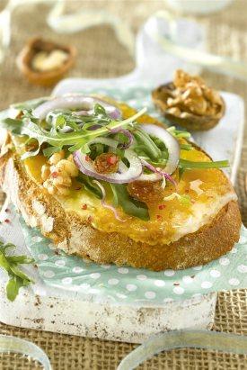 bocadillos faciles saludables tosta queso rúcula nueces. Tosta de queso con rúcula y nueces