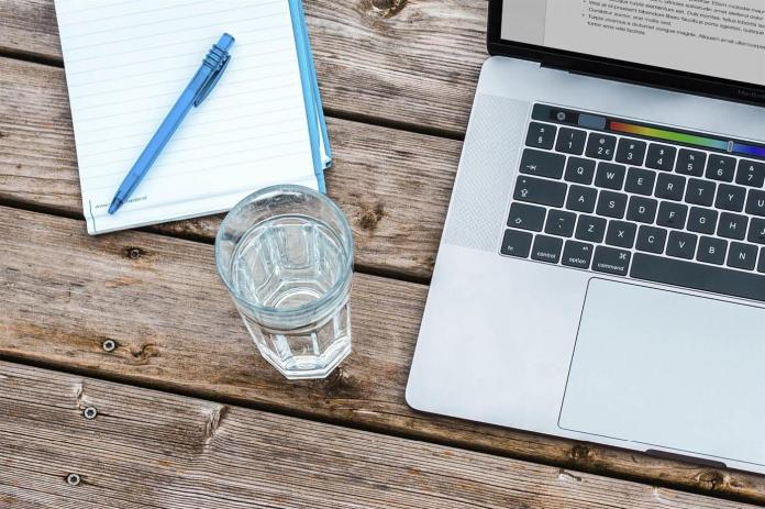 evitar estrenimiento sin pastillas beber agua