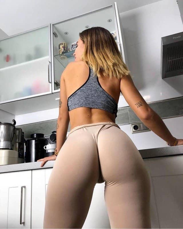 hot babes in yoga pants