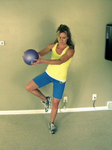 New Move Monday: Half-Circle w Medicine Ball : peak313.com