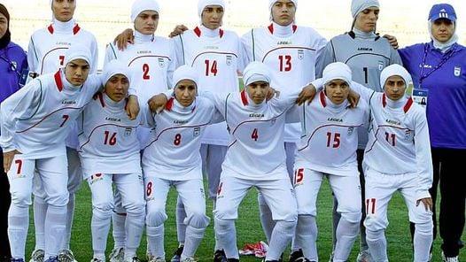 POLEMICA. La FIFA le pohibió jugar vestidas así al seleccionado iraní (as.com)