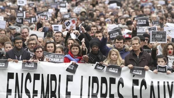 Más de 700 mil personas se manifestaron ayer en distintas ciudades de Francia. / EFE