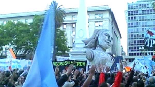 Una multitud le rindi homenaje en Plaza de Mayo
