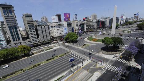 La ciudad semi vacía, luce  como un feriado por el paro nacional convocado por la CGT y la CTA. (Carlos Sarraf)