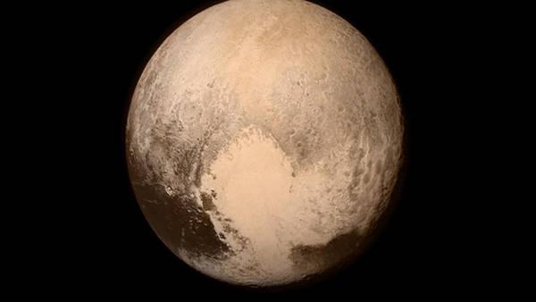 La NASA compartió a través de Twitter la foto más cercana de Plutón.