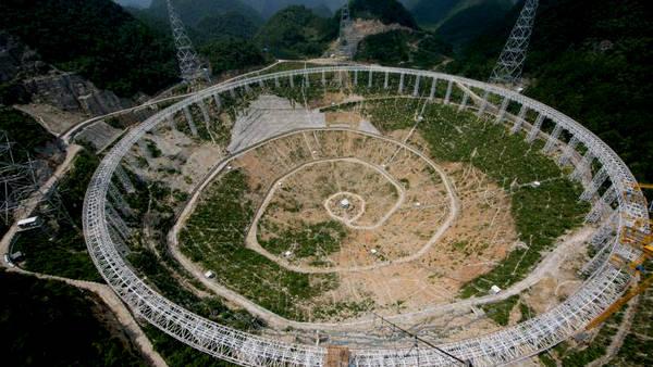 telescopio FAST montanosa aislada China CLAIMA20151013 0122 28 - China y la búsqueda de vida Extraterrestre.