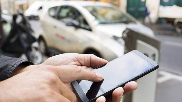 Aplicaciones para celulares de personas viajando