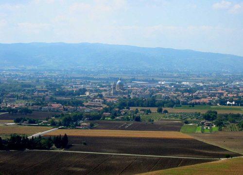 1200px-Assisi_S_Maria_degli_Angeli_2