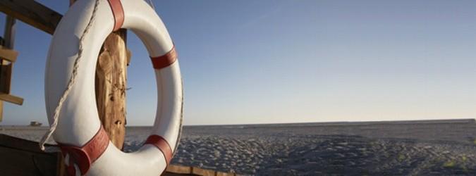 Rettungsring und Blick aufs Watt