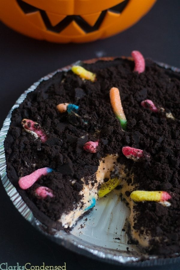 Dirt and Worms Pie - a great Halloween dessert!
