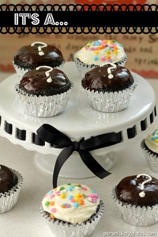 gender revealing idea with a cupcake