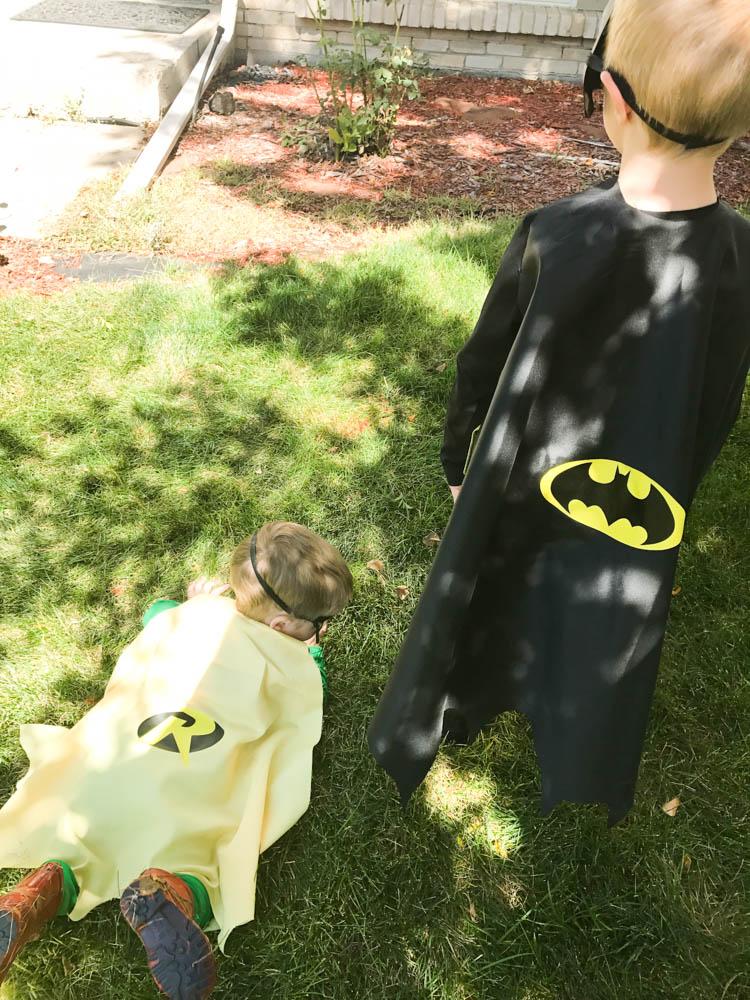 DIY Batman Cape / DIY Robin Cape