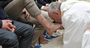 papa francesco lava piedi_giovedì santo