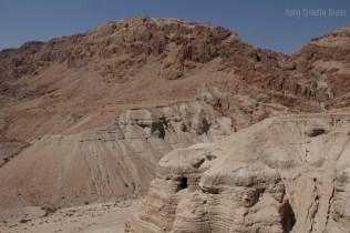Le grotte di Qumran dove sono stati rinvenuti i frammenti e i rotoli delle sacre Scritture