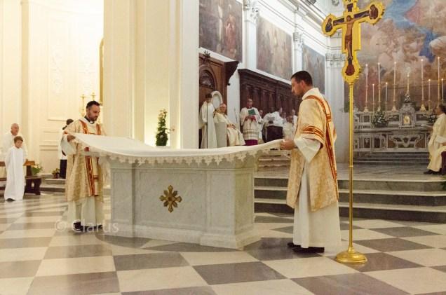 consacrazione-altare-cattedrale-9