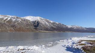 Lago matese ricoperto dal ghiaccio. Foto Fernando Occhibove