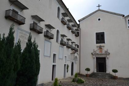 Il complesso di Santa Maria Occorrevole oggi (la chiesa e a sinistra l'osservatorio astronomico e le celle di un tempo)