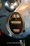 Detalle del peculiar velocímetro de tambor.