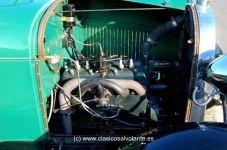 El motor sigue siendo de cuatro cilindros en línea, de 3.286 centímetros cúbicos frente a los 2.895 del Modelo T.