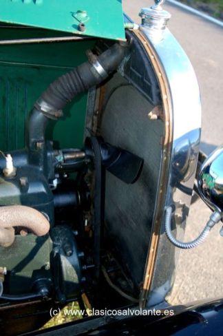 El Ford A, a diferencia del T, lleva bomba de agua para forzar la circulación del agua refrigerante del motor.