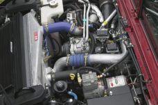El prestigioso motor turbo-diesel GM Duramax 6600 (6,6 litros) y la transmisión automática de cinco velocidades Allison 1000 han supuesto una espec tacular mejora en el rendimiento del H1 Alpha y un incremento en las legendarias prestaciones off-road del H1.