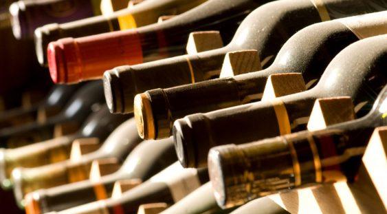 Vinul îi poate face pe oameni să pară mai frumoşi