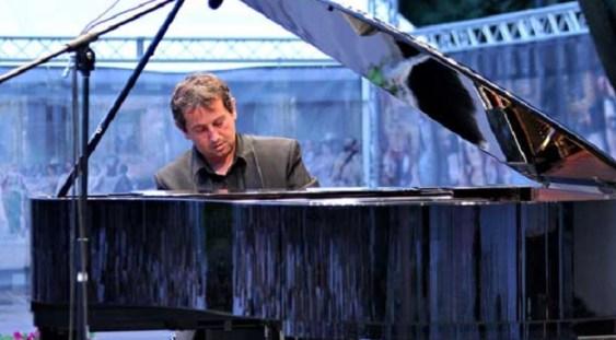 Pianistul Horia Mihail inaugurează pianul Steinway la Filarmonica din Braşov