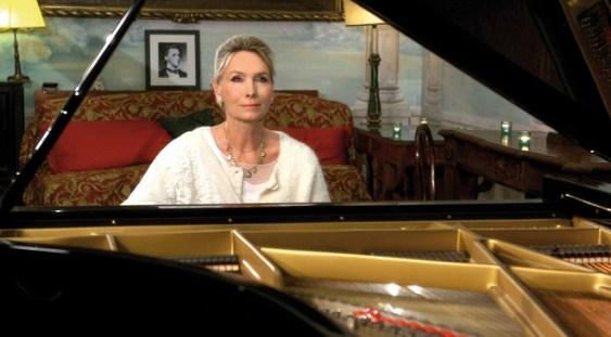 Pianista Elizabeth Sombart revine la Bucureşti