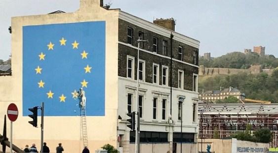 Artistul Banksy revine cu o nouă lucrare în orașul englez Dover