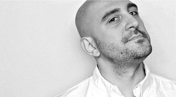 """Debut literar pentru Răzvan Exarhu: """"Fericirea e un ac de siguranţă"""""""