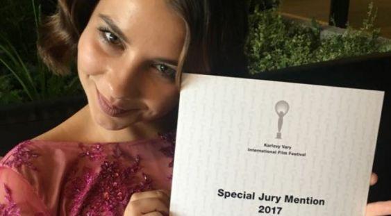 """""""Breaking News"""": La numai 17 ani, Voica Oltean primeşte Menţiunea Specială a Juriului la Karlovy Vary"""