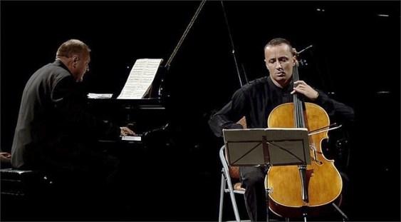 """""""Vă place Beethoven?"""", turneu naţional cu violoncelistul Răzvan Suma şi pianistul Daniel Goiţi"""