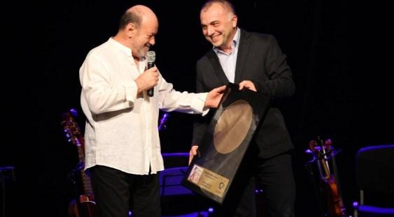 "Nicu Alifantis a primit DISCUL DE AUR petru albumul ""Madame Mon Amour"""