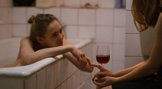 """MŢR ar fi refuzat proiecţia unui film românesc, fiind etichetat drept un """"film cu lesbiene"""""""