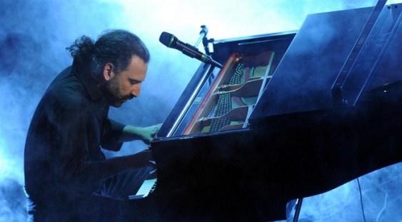 """Compozitorul și pianistul italian Stefano Bollani prezintă """"Concerto Azzurro"""""""